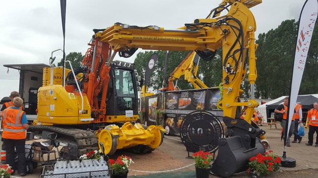 TRS Dx140 tracked excavator with knuckleboom-1